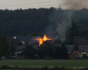 Scheunenbrand Gilzem - Ansicht kurz nach Alarmierung der Feuerwehr